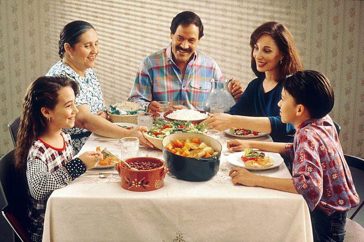 15 questions à poser à votre enfant pour avoir une vraie conversation sur sa journée noté 5 - 1 vote Cela peut s'apparenter à un petit rituel lorsque l'enfant rentre à la maison ou au moment du repas avec une même question répétée chaque jour : «ta journée s'estbien passée ?» Néanmoins, si la réponse...