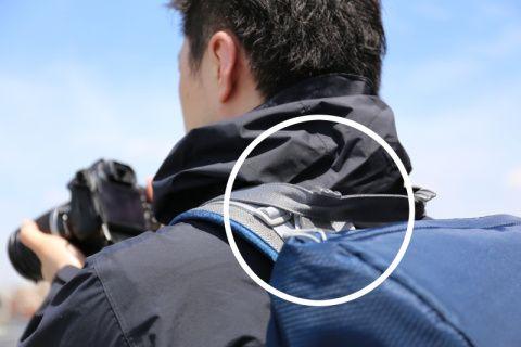ハクバ写真産業は、カメラバッグ用アクセサリー「くびの負担がZEROフック」の新色グレーを10月下旬に追加する。希望小売価格は税込3,758円。