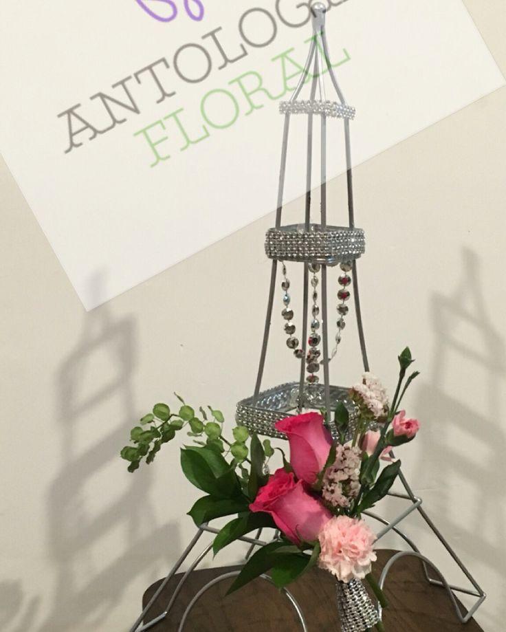 Torre con ramillete de rosas