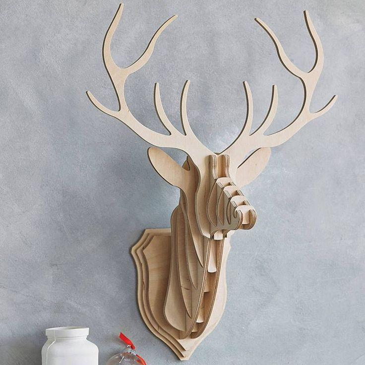 décoration murale bois à faire soi-même- trophée de cerf en bois ou carton