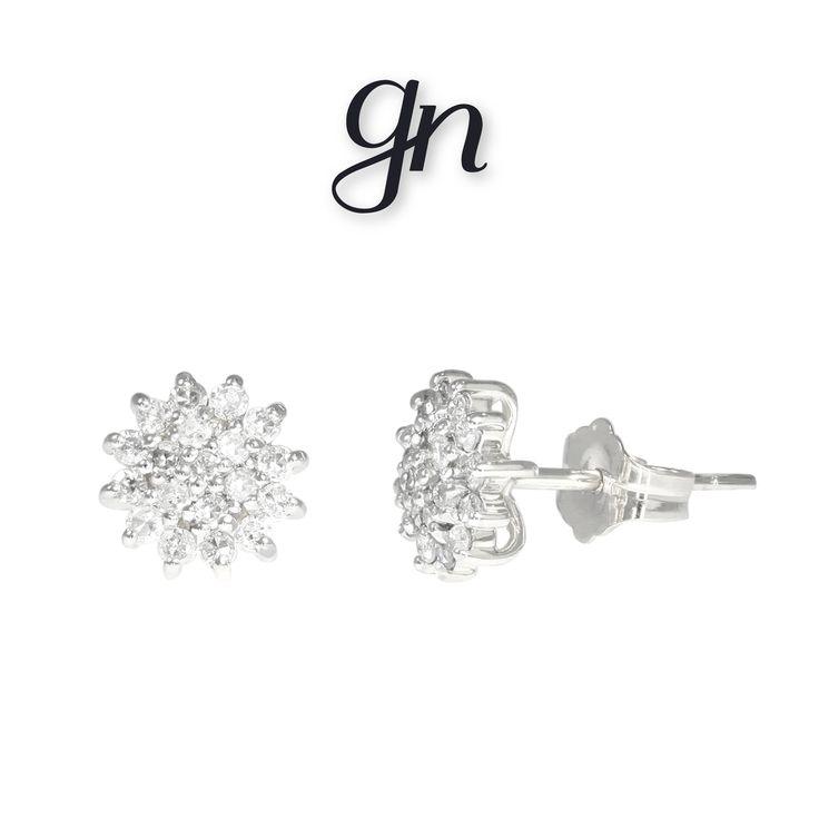 Un toque de brillo con este par de broqueles tipo roseta en oro blanco de 14k y diamantes. ¡Encuéntralo en GN! | Conoce más https://www.facebook.com/joyeriagn/