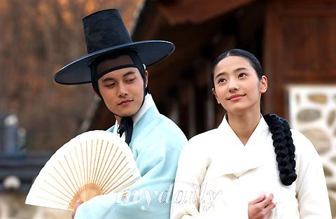"Sassy Girl Chun-hyang (Hangul: 쾌걸 춘향; RR: Koegeol Chunhyang; lit. Delightful Girl Chun-hyang) is a 2005 South Korean television series starring Han Chae-young. It aired on KBS2 for 17 episodes. A modern retelling of the classic Korean folktale Chunhyangjeon (""Tale of Chunhyang""), the romantic comedy series was called ""fusion-style"" for, among others, mixing rap with pansori in the background music. 몽룡과 춘향"