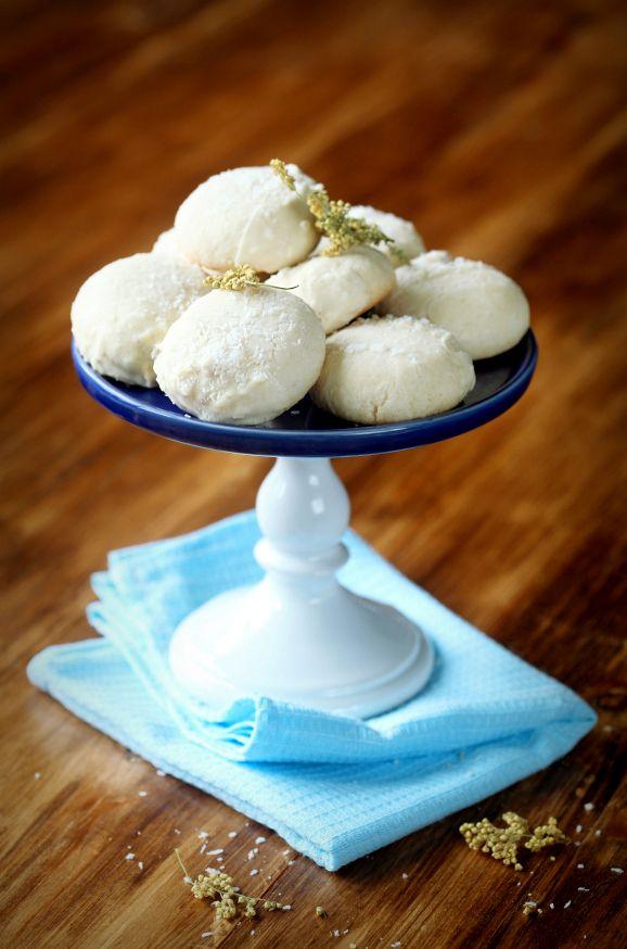 A receita em português está em baixo.     Очень вкусное, нежное и рассыпчатое печенье с кокосовой стружкой и белым шоколадом. Вы ведь то...