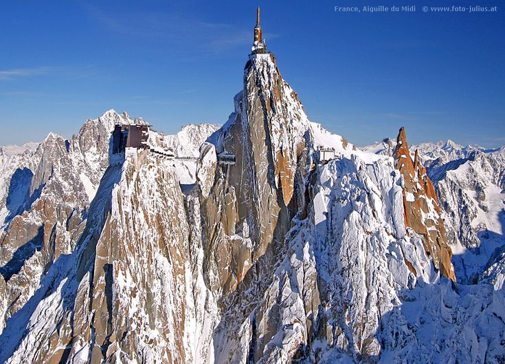 Aguille du Midi, Mont Blanc/ Chamonix France. If yo like mountain life or ski - THE coolest place ever
