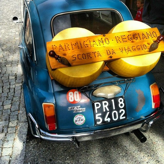 Retro #Fiat500 & giant piece of #parmigiano cheese. Things you'll find only in #Italy!