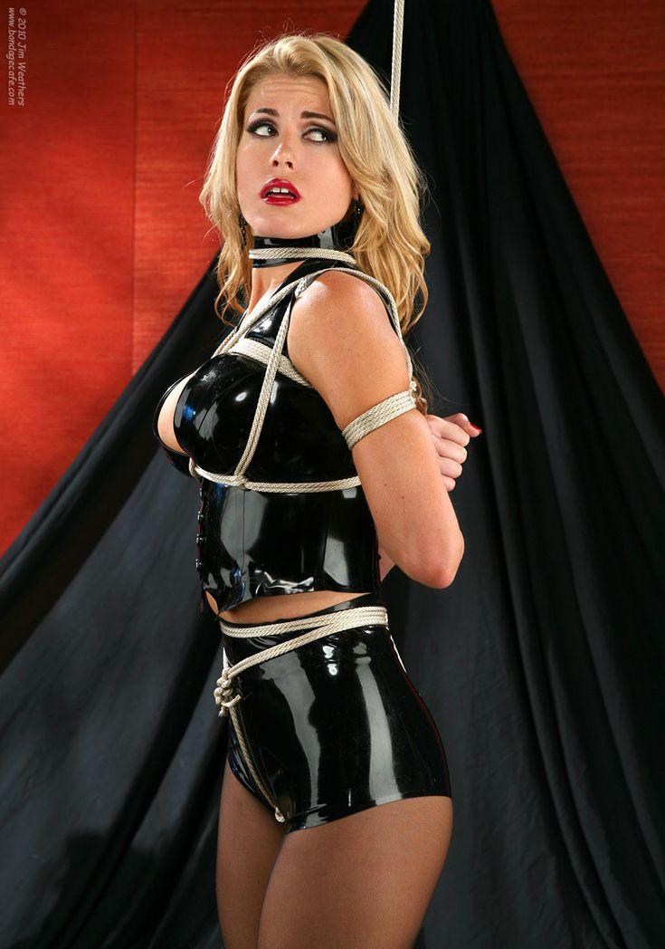 crossdresser kleidung bondage brüste