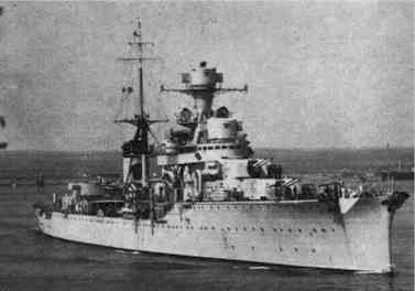 der leichte italienische Kreuzer Armando Diaz. Das 5.300 Tonnen große Schiff lief 36.5 knoten und war mit acht 15.2 cm Geschützen bewaffnet.