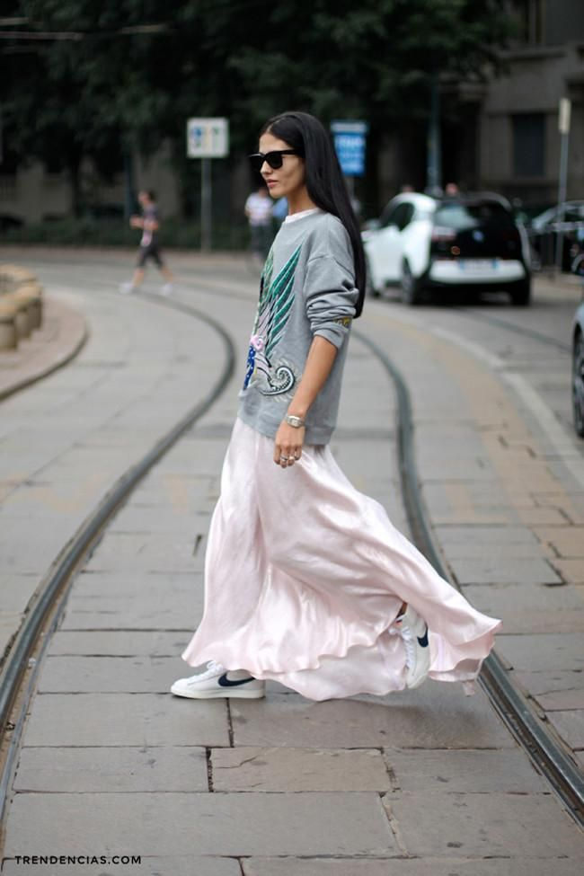 still fab. #GildaAmbrosio working pink & grey in Milan.