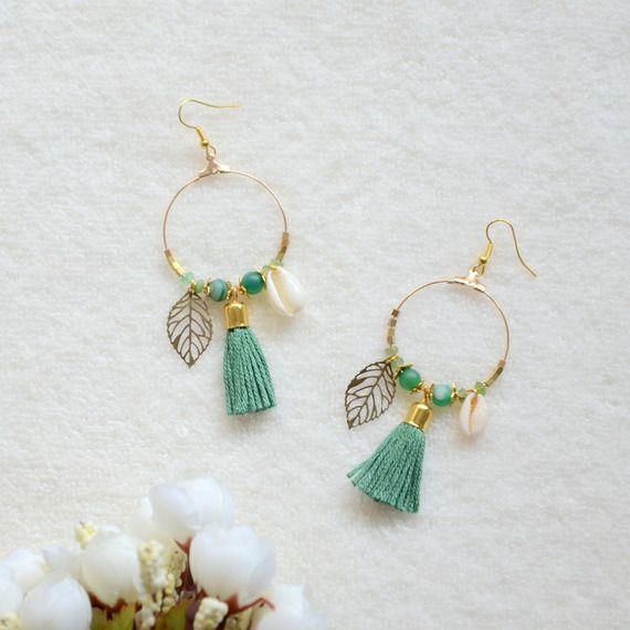 Boucles d'oreilles printemps dorées vertes feuilles et coquillages, bijoux coquillage, boucles d'oreilles feuilles et pierres agate (finition mate), bijoux fait-main