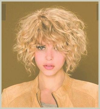 Znalezione obrazy dla zapytania krótkie kręcone włosy