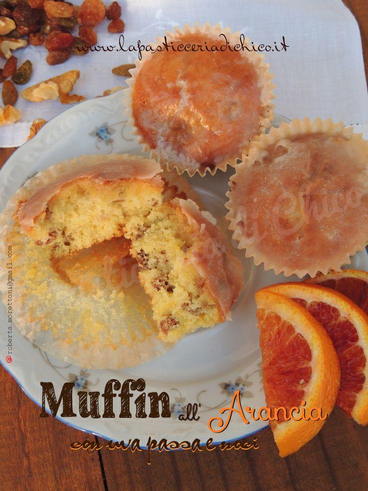 Muffin all' arancia con uva passa e noci