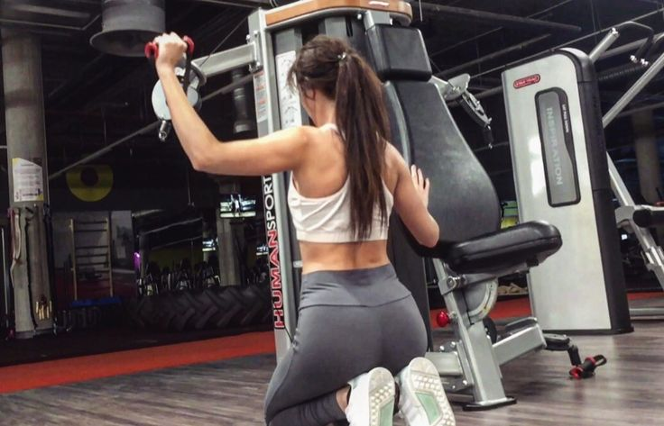 Ludzie bardzo czesto dziwią się, kiedy ktoś wykonuje ćwiczenie angażujące dany mięsień, w nieco innych wersjach, niż te powiedzmy standardowe i powszechnie znane. Dziwią się zwłaszcza, kiedy ćwiczenie wyglada z pozoru śmiesznie i nieefektywnie, a przecież po prostu można wykonać jakąś łatwiejszą wersję ćwiczenia.   #Fitness #Trening