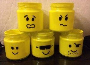 Naar een idee van Welke gemaakt. lege potjes, gele verf er in (te koop bij de Hema) en met een zwarte marker gezichtjes getekend, Leuk op de kinderkamer voor alle rondslingerende stiften, potloden, lego blokjes, auto's etc etc.