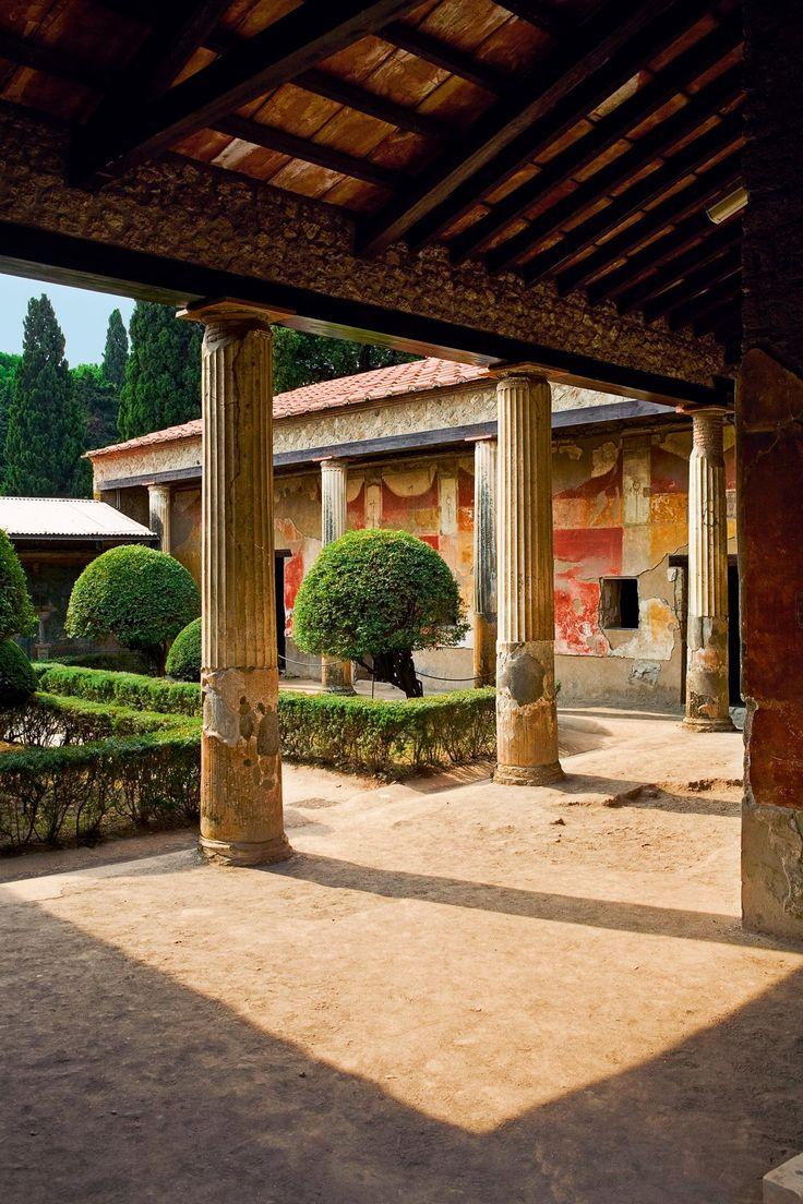 Pompeya  Los frescos del atrio de la Casa de Venus (siglo I) son una muestra del lujo que envolvía la vida de los pompeyanos nobles.