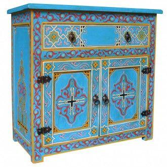 """Reduziert: marokkanische Kommode """"Zwak_2"""". Kraftvolle, frische Farbakzente mit sinnlichen Motiven in Maurischen Stil sind bei dieser marokkanischen Kommode die Besonderheit. Sie verleiht mit Sicherheit Ihrem Wohnraum durch ihre originelle Farbe eine ganz besondere Note. Die Kommode verfügt über eine Schublade mit Führunssystem und zwei Türen mit einer Ablage."""