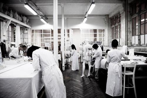 Maison martin margiela atelier broderie d 39 art en haute for Atelier swarovski maison martin margiela