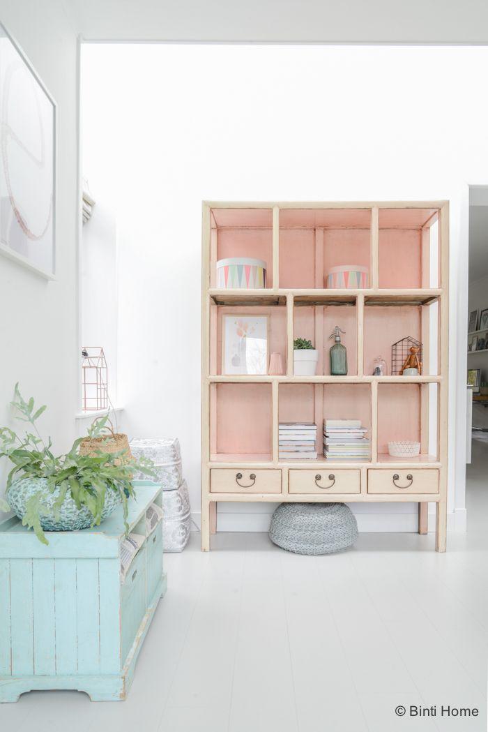 Interieurinspiratie roze kast eetkamer uitbouw pastelkleuren ©BintiHome