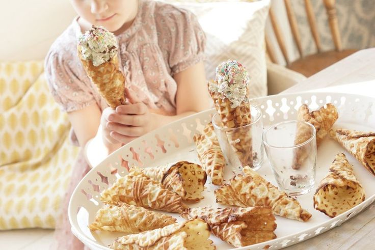 Herkullinen minttu-suklaajäätelö ja itsetehdyt jäätelötötteröt