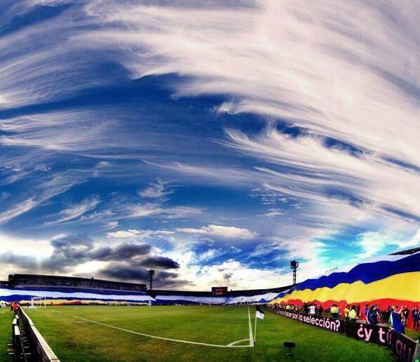 El Cielo Es Azul Y Mi Pañuelo Blanco Mi Equipo Millonarios!!