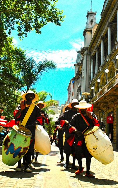 candombe del Uruguay.... Beautiful hand drums for street parties... but, those big piano drums must be heavy...