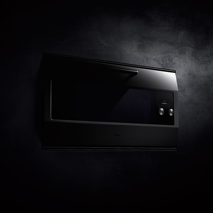 When Gaggenau introduced EB 300 in 1986, an icon was born and this unique, standalone 90 cm oven has barely changed. Launched in 2016, the EB 333 - named in honour of the brand's 333rd anniversary - is a product of evolution rather than revolution. It showcases upgraded technology and quality while staying true to its origins. With its carefully selected materials and twisting of the original aesthetic and functionality, the EB 333 brings Gaggenau's rich past, present and future together.