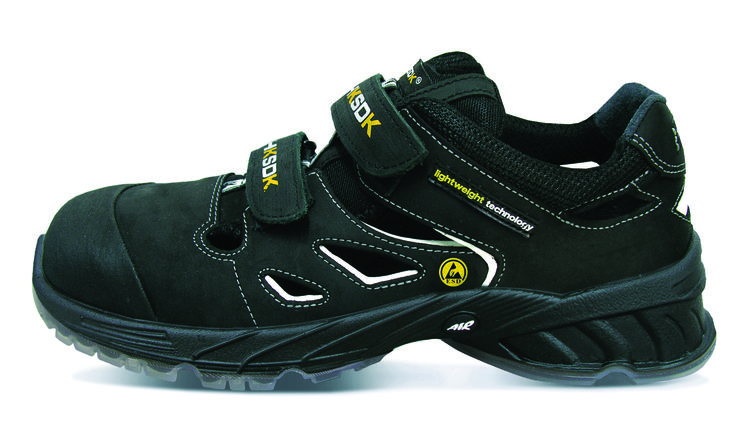 R2 anno 2014 er 6 generation af modellen og frembyder den nyeste udvikling i professionelt fodtøj.  Den nye teknik maksimerer AIR-systemet med 24%, og reducerer samtidig vægten. Skoene er samtidig blevet re-designet, hvilket gør den ultra let og super soft.