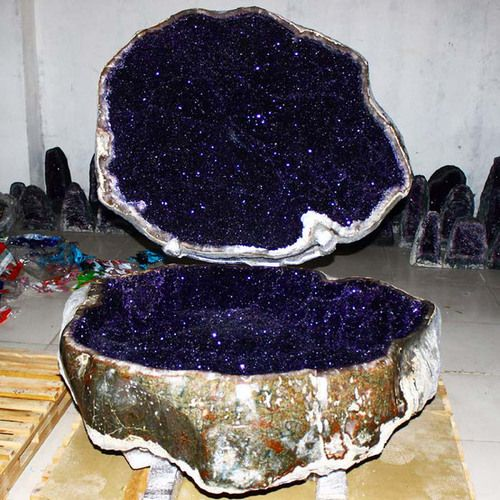 silverwitch:  baddovah:   Giant amethyst geode from Uruguay  no that's a magic rock that has outer space in it  silverwitch:- The Best Ameth...