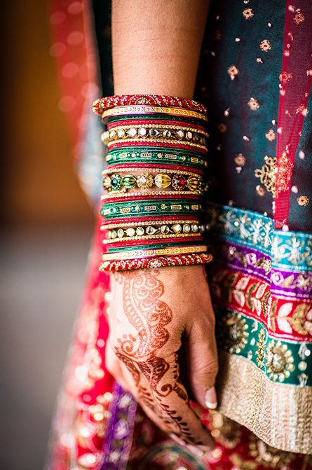 Indian Brides, indian bridal bangles, indian bridal jewellery, bridal hands with mehendi