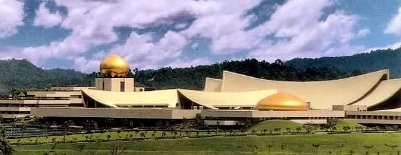 Istana Nurul Iman: Brunei's Hall of Fame -The world's biggest palace of Brunei Sultanate- His Majesty Hassanal Bolkiah as the wealthiest man before Bill gates for its rich oil reserves.