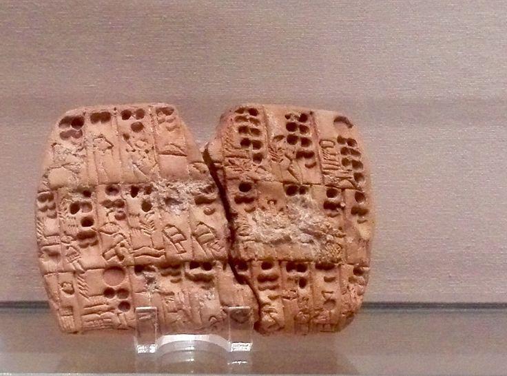 Tablilla de escritura precuniforme. Mesopotamia. Epoca de Uruk III - finales del IV milenio aC. Tablilla administrativa de contabilidad, llevando el recuento de las raciones de cebada que se daban a determinadas personas. Museo del Louvre.