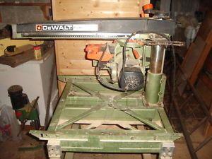 DE WALT 8001/1501 RADIAL ARM SAW