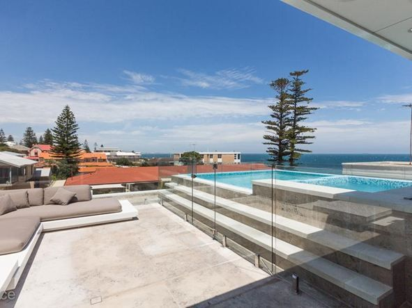 Outstanding beachside luxury home in Cottesloe.