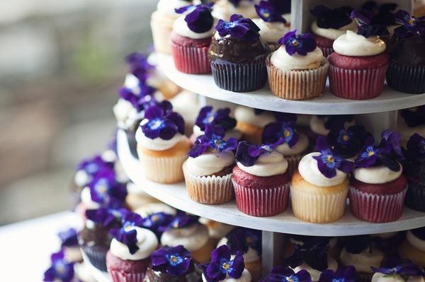 cupcakes | flowers | violet | wedding