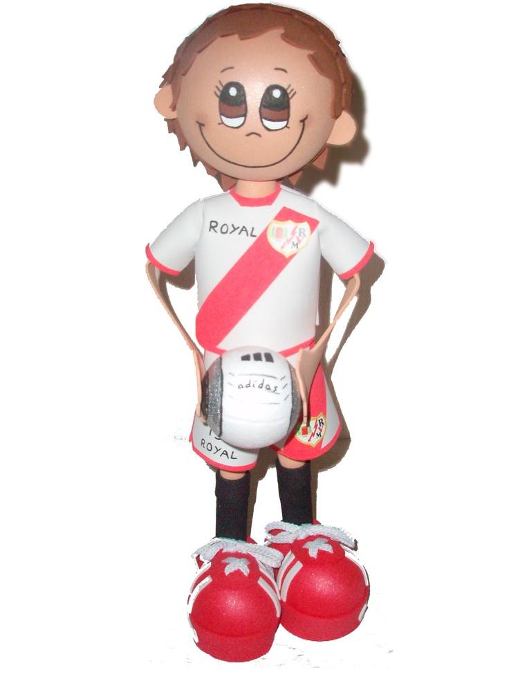 Fofucho jugador Rayo Vallecano Temporada 2011/2012 de apróximadamente 25cm de altura.  Disponible también en 35cm y 50cm de altura.  Regalo ideal para los aficionados vallecanos. Personaliza  a tu fofucho con tu jugardor rayista favorito.
