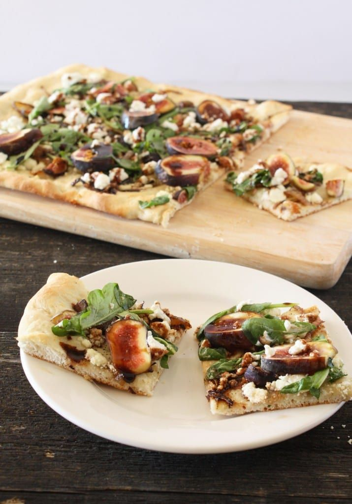 Fig, Goat Cheese, & Caramelized Onion Flatbread – Cake 'n Knife