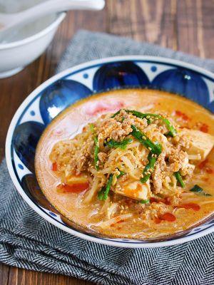重ねて煮るだけ♪『もやしと豆腐のうま辛♡坦々スープ』 by Yuu | レシピサイト「Nadia | ナディア」プロの料理を無料で検索