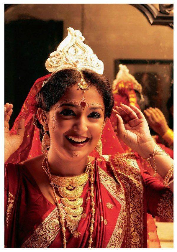 Traditional Bengali Indian Bride With Her Big Bright Bindi And Elaborate Eye Makeup Doesnt It
