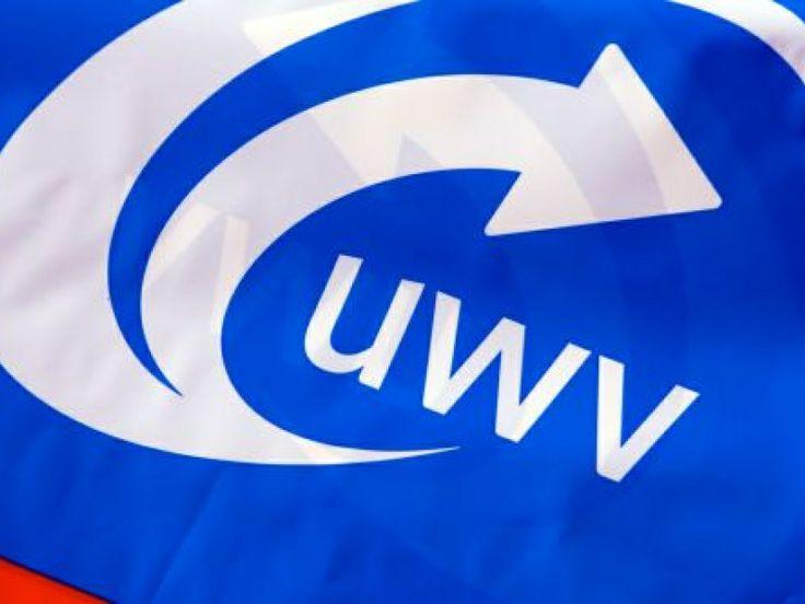 """Het UWV WERKbedrijf (UWVWb, voorheen Centrum voor Werk en Inkomen, daarvoor arbeidsbureau) is een onderdeel van het Uitvoeringsinstituut Werknemersverzekeringen (UWV). Het registreert werkzoekenden, koppelt werkzoekenden aan vacatures en werkgevers aan cv's via de """"beursvloer"""" in de vestigingen, www.werk.nl en werkcoaches. Via de digitale """"werkmap"""", ook geschreven """"werkmap"""", communiceert de werkzoekende met zijn of haar werkcoach over bijvoorbeeld zijn of haar sollicitaties."""
