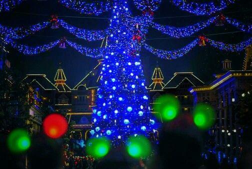 Christmas at Mainstreet USA, Disneyland Paris #DLP #Disneyland #Paris #Mainstreet #christmas #christmastree