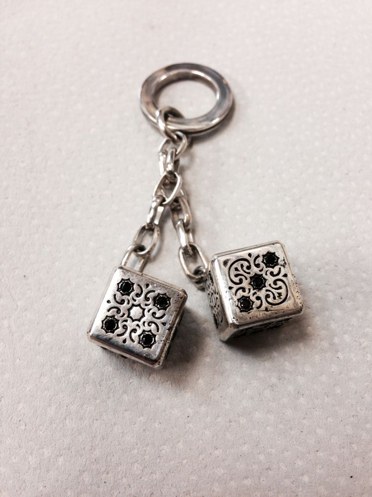 Серебро 925* камни гранат, стоимость 8000 рублей.