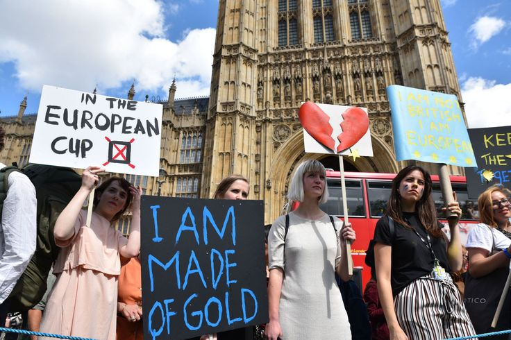 Mandatory Credit: Photo by Matthew Chattle/REX/Shutterstock (5736605v) International students protest Reaction to EU Referendum result, London, UK - 24 Jun 2016
