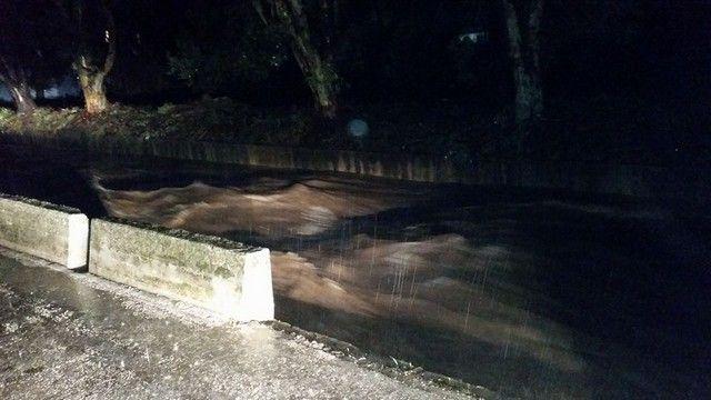 Θεομηνία στη Λέσβο: Xαλάζι, πλημμυρισμένα σπίτια και «φουσκωμένα» ποτάμια: Δύσκολη νύχτα πέρασαν οι κάτοικοι σε πολλές περιοχές της Λέσβου,…