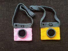 Super easy to make: crochet this lovely polaroid camera bag! | Super makkelijk om te maken: haak deze leuke polaroid camera tas!