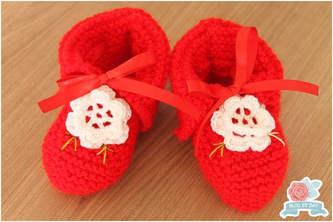 Foto e Execução:  Blog-By-Day.blogspot.com  Créditos: Minhas Linhas e Eu    Fio:  Super Bebê cor vermelha   Outros:  Aplicação em fi...