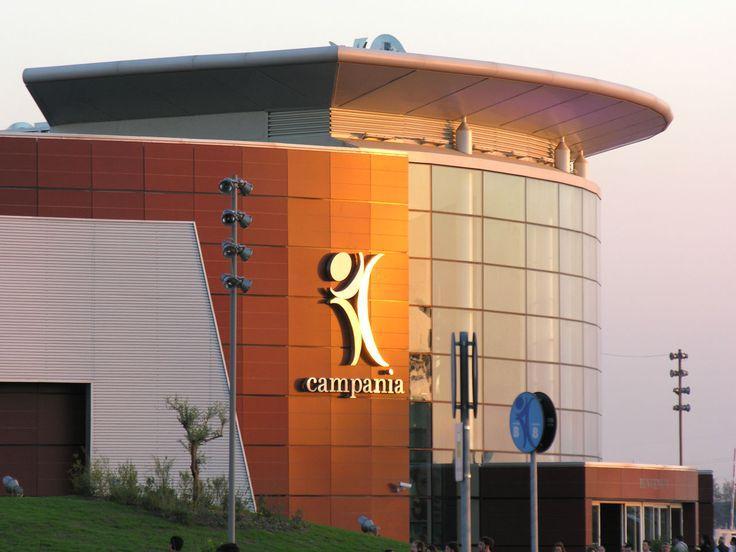 Facciata ingresso centro commerciale Campania (CE)