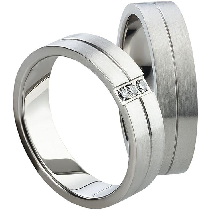 Snubní prsteny T816 Snubní prsteny vyrobeny z chirurgické oceli rovného profilu s matnou povrchovou úpravou. Dámská varianta je doplněna zirkony. #aiola #wedding #rings #engagement #svatba #snubni #prsteny #chirurgicka #ocel