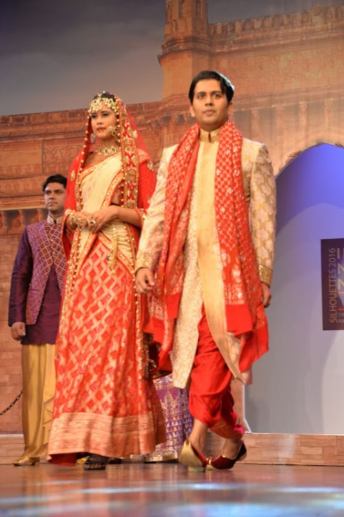 With the wedding season on the horizon, famous fashion designers in Mumbai are all booked for the pre-wedding preparations. And, your wedding has been fixed at a really short notice. Be it your Sangeet, Mehendi or the actual D-Day your need to look the best is utmost important in this case.