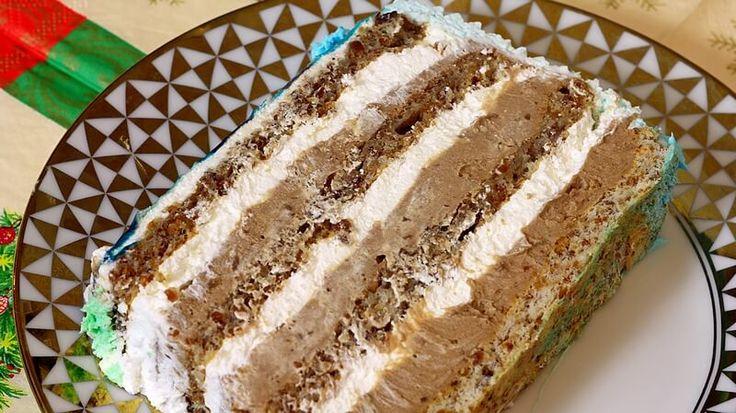Velika torta, za rodjendane ili neka slavlja, za kućnu varijantu možete praviti pola mere.    Sastojci - peku se 4 kore po:  5 belanaca 5 kašika šećera 5 kašika mlevenih, pečenih lešnika 1 kašika brašna 1/2 praška za pecivo, 5 gr  Krem:  1,5 l mleka 20 žumanaca 200 gr kristal