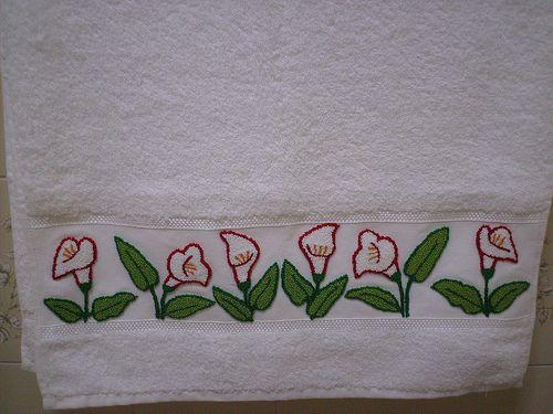 Lírios em Ponto Russo | Bordados em toalha de banho branca. | Flickr