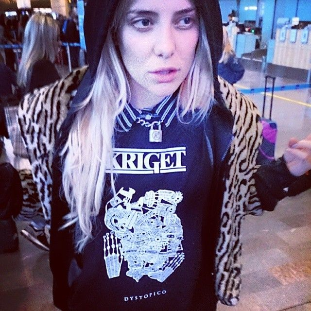 """Fiona FitzPatrick - """"Drunk at the incheckning #kriget #Arlanda #Usa here we come!!!"""" (Rebecca and Fiona)"""